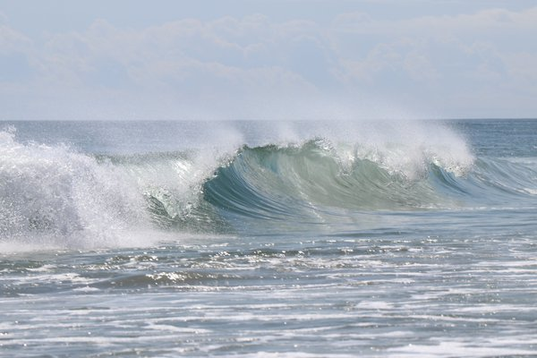 Single wave in Outer Banks, NC thumbnail