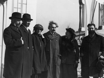 Albert Einstein arrived in New York on the SS Rotterdam IV; crowds of people awaited his arrival in the States.