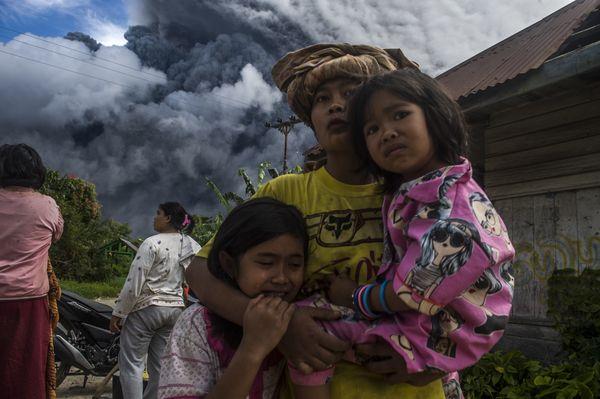 Life Under The Shadows Of Sinabung Eruption thumbnail