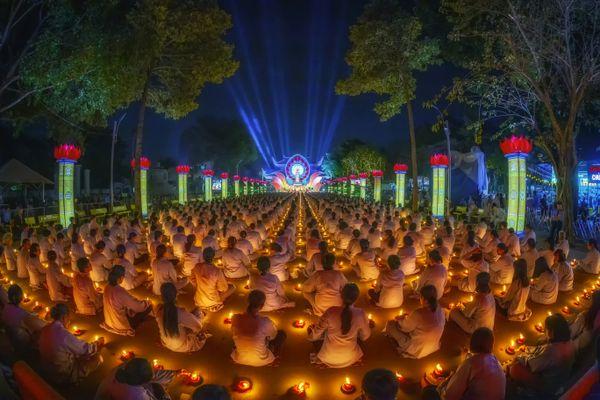 Flower Lantern festival at Hoang Phap pagoda thumbnail