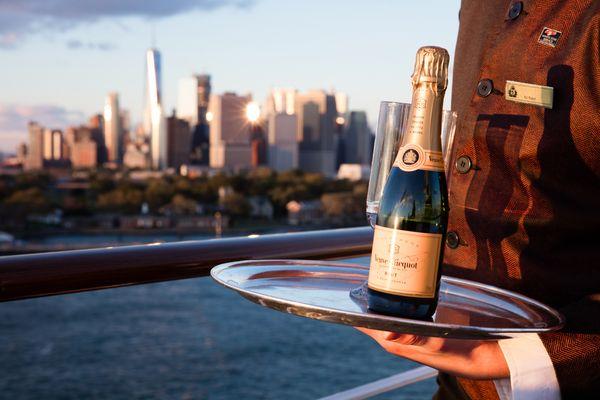 Champagne Manhattan thumbnail
