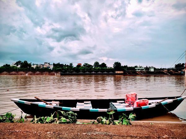 boat on river thumbnail