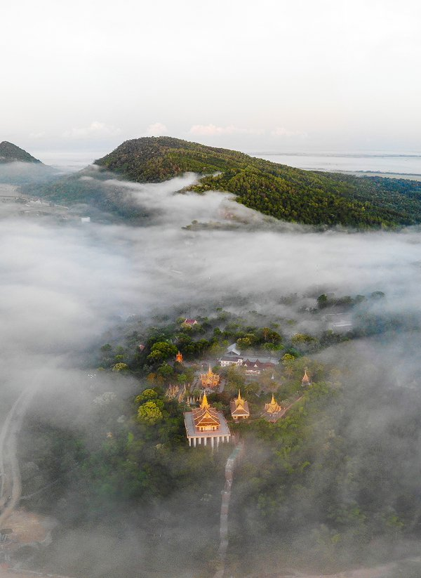 A foggy day on Ta Pa pagoda thumbnail