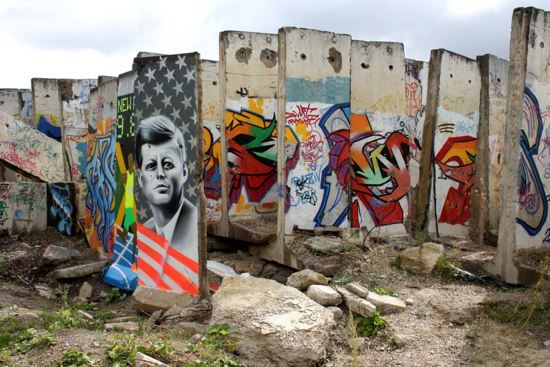 A Las Vegas Bathroom and 9 Other Unexpected Places to See the Berlin Wall