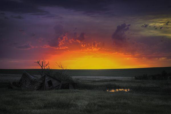 Unreal Sunset in North Dakota thumbnail