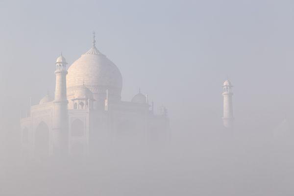Taj Mahal in the mist thumbnail