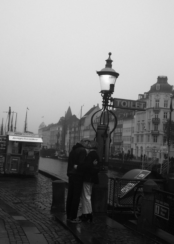 Kiss in the rain, Copenhagen, 2019 thumbnail