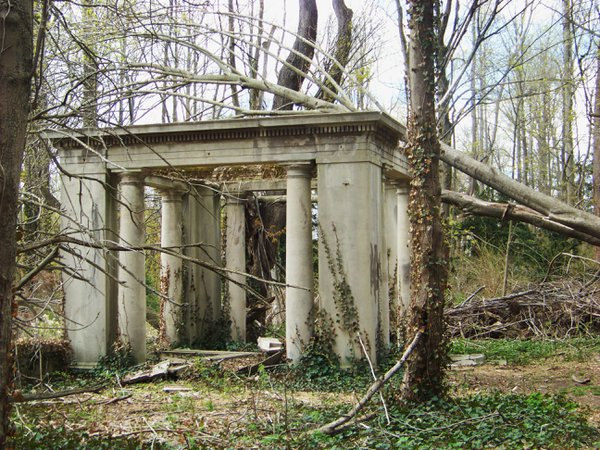 King Zog's Ancient Ruin in America thumbnail