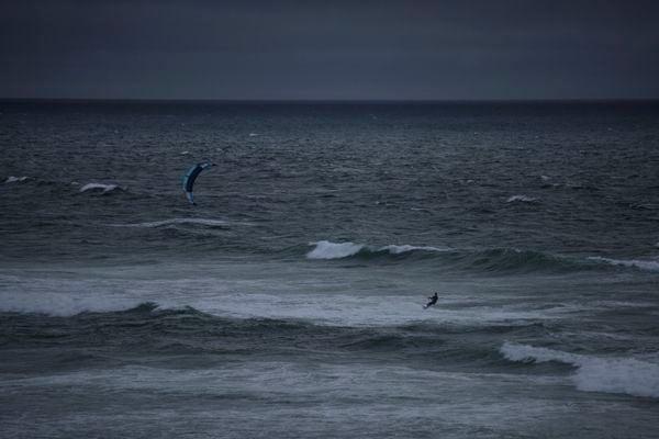 Kite surfing at night thumbnail