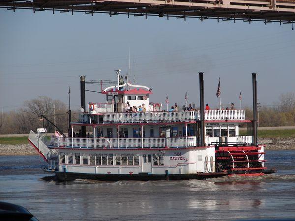 Tom Sawyer Paddleboat traveling up the Mississippi River thumbnail
