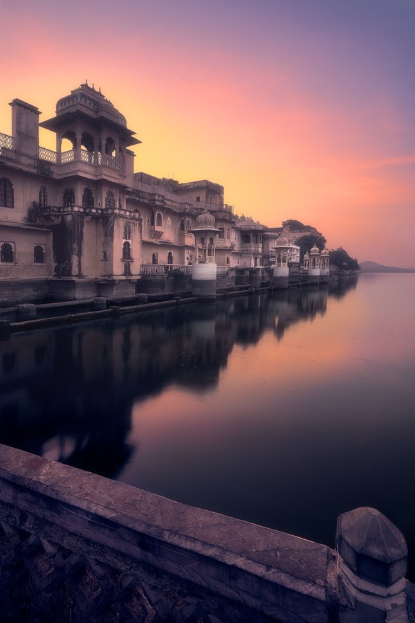 Dawn at the Gangaur Ghat in Udaipur, Rajasthan, India thumbnail