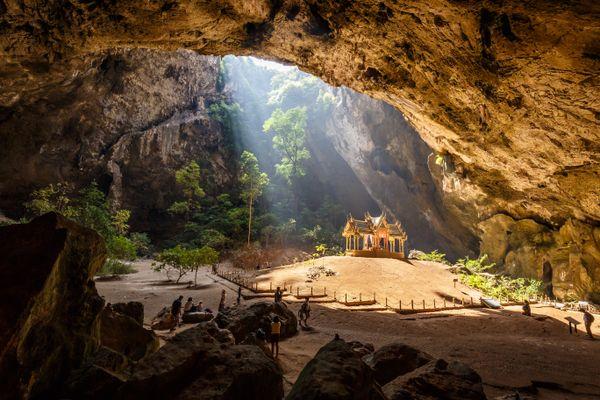 Phraya Nakhon cave with Kuha Karuhas pavilion thumbnail