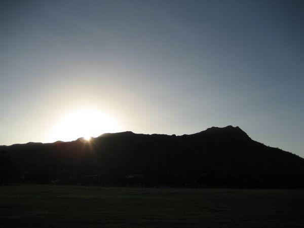 Sunrise over Diamond Head Crater from Kapiolani Park thumbnail
