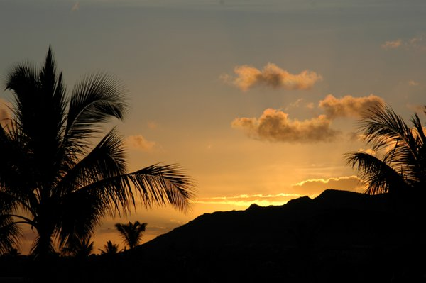 Sunset from the other side of Diamond Head in Hawaii thumbnail