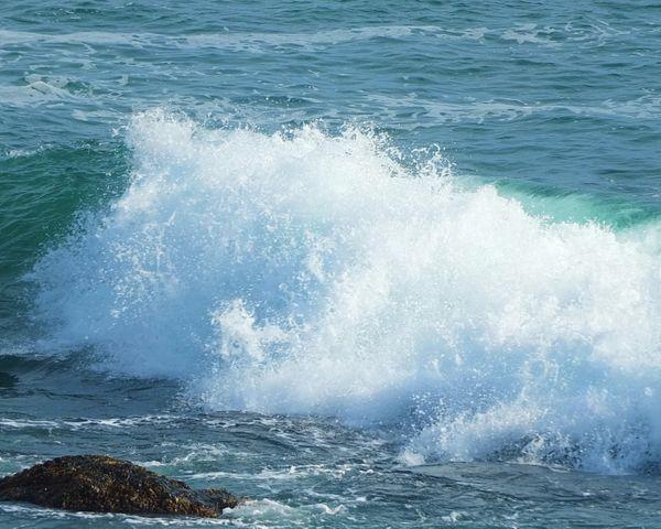 Waves Crashing thumbnail