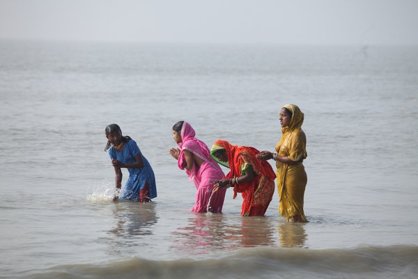 women devotees thumbnail