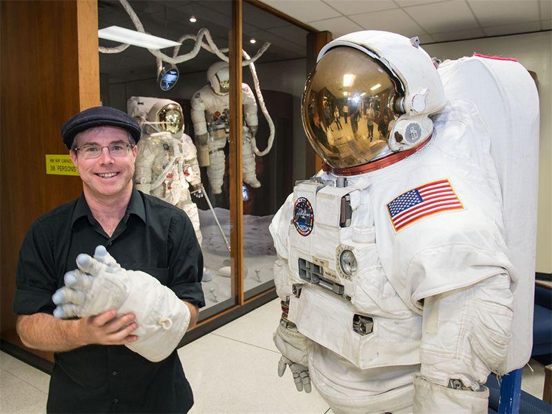Andy_Weir_at_NASA_JSC.jpg