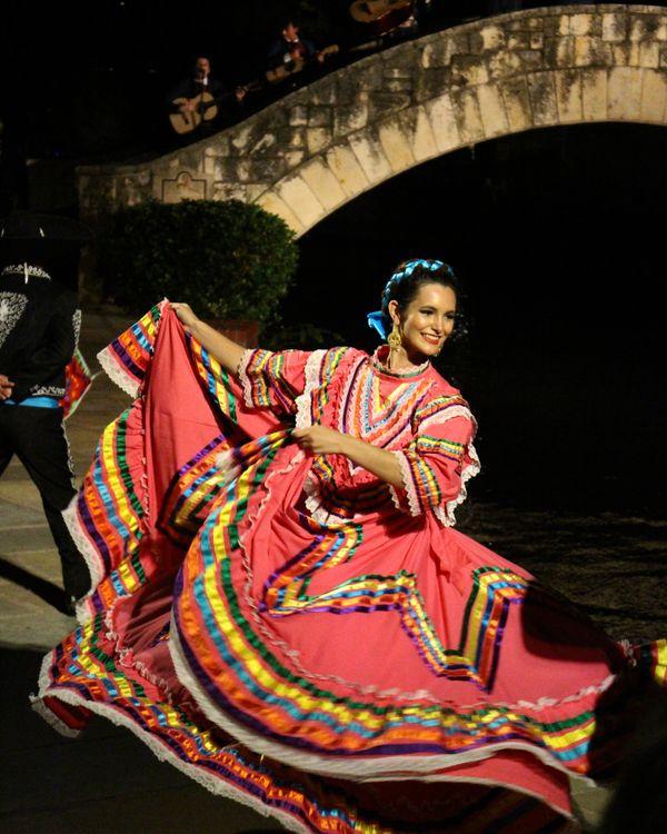 Fiesta Noche Del Rio Dancer thumbnail