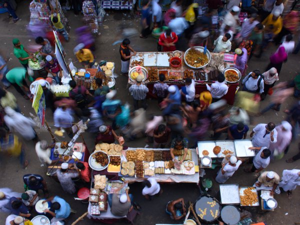A busy iftar market in Old Dhaka thumbnail