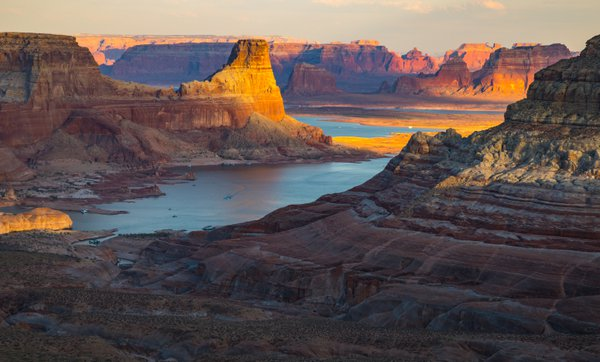 Sunset at Lake Powell in the Glen Canyon National Recreation Area thumbnail