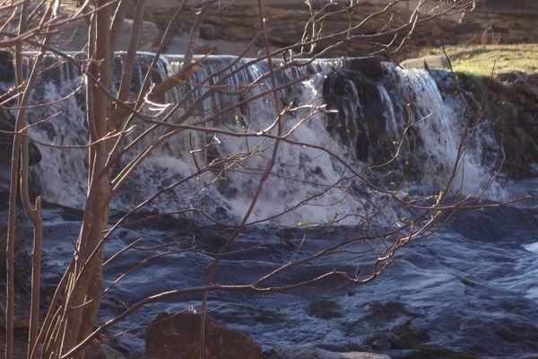 Waterfall at Valley Falls Park thumbnail