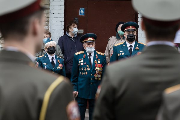 Performance of a vocal group on a Moscow street near the house of a veteran of the Great Patriotic War during quarantine thumbnail