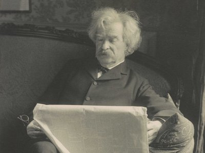 Twain, pictured in 1902, was an eager reader of fiction, verse and non-fiction alike.