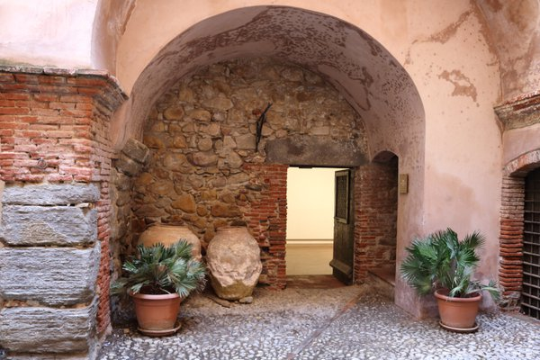 Doorway in the Castello di Castelbuono thumbnail