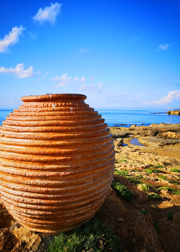 Amphora on the beach thumbnail