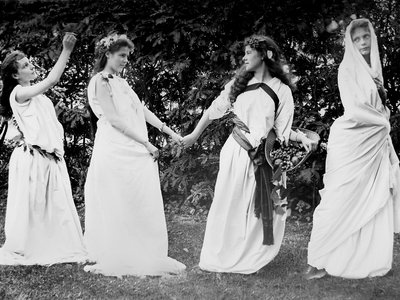 Turn of the century thespians play their roles wearing Roman togas.