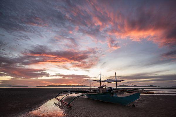 Sunrise in Buluang, Palawan thumbnail