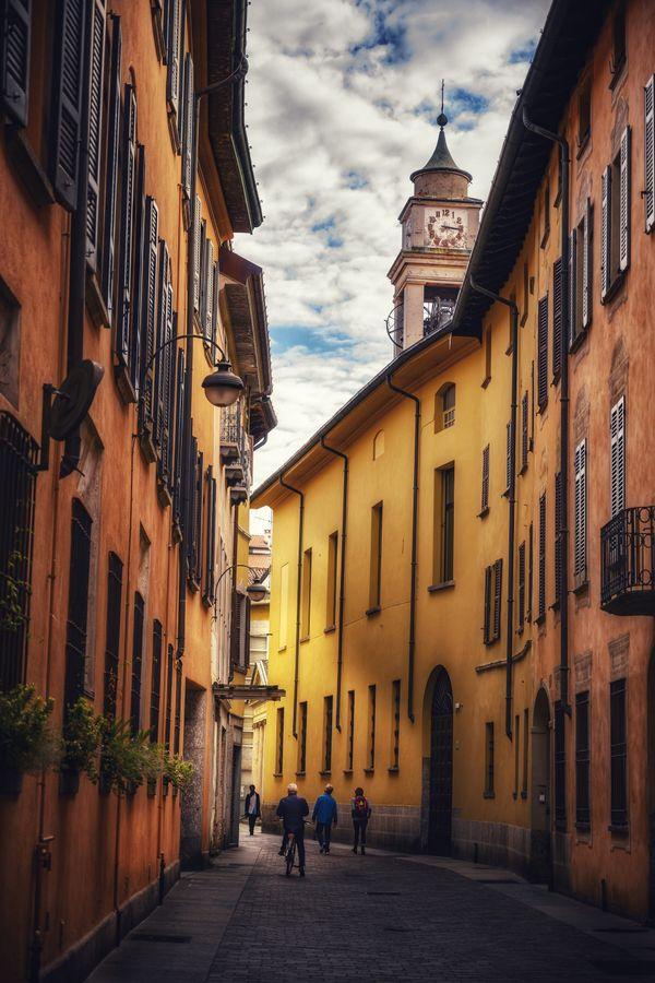 Street scene in Como. thumbnail