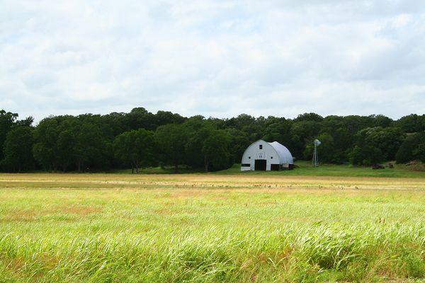 Old barn on Route 66 near Arcadia, Oklahoma thumbnail