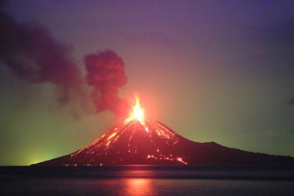 The Eruption of Anak Krakatau Volcano thumbnail