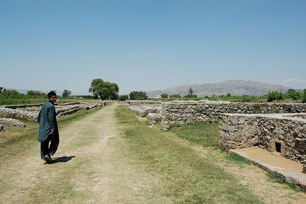 Walking through Sirkap