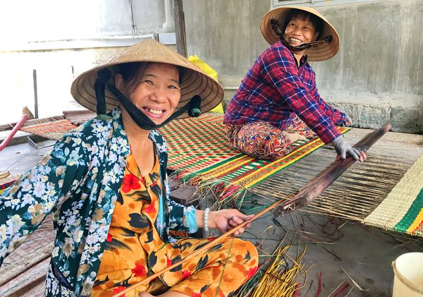 The Weaving Women of Nha Trang thumbnail