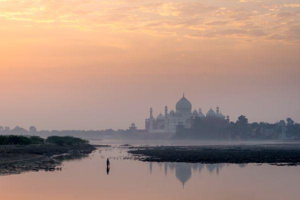 The Taj Mahal at Sunrise thumbnail
