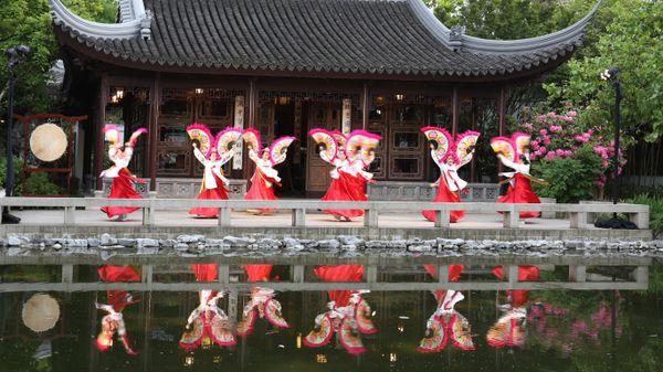 Korean Dancers, Canon 6D thumbnail