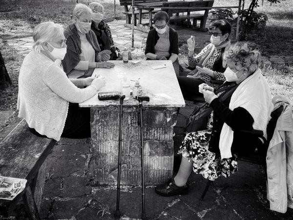 Women playing cards thumbnail