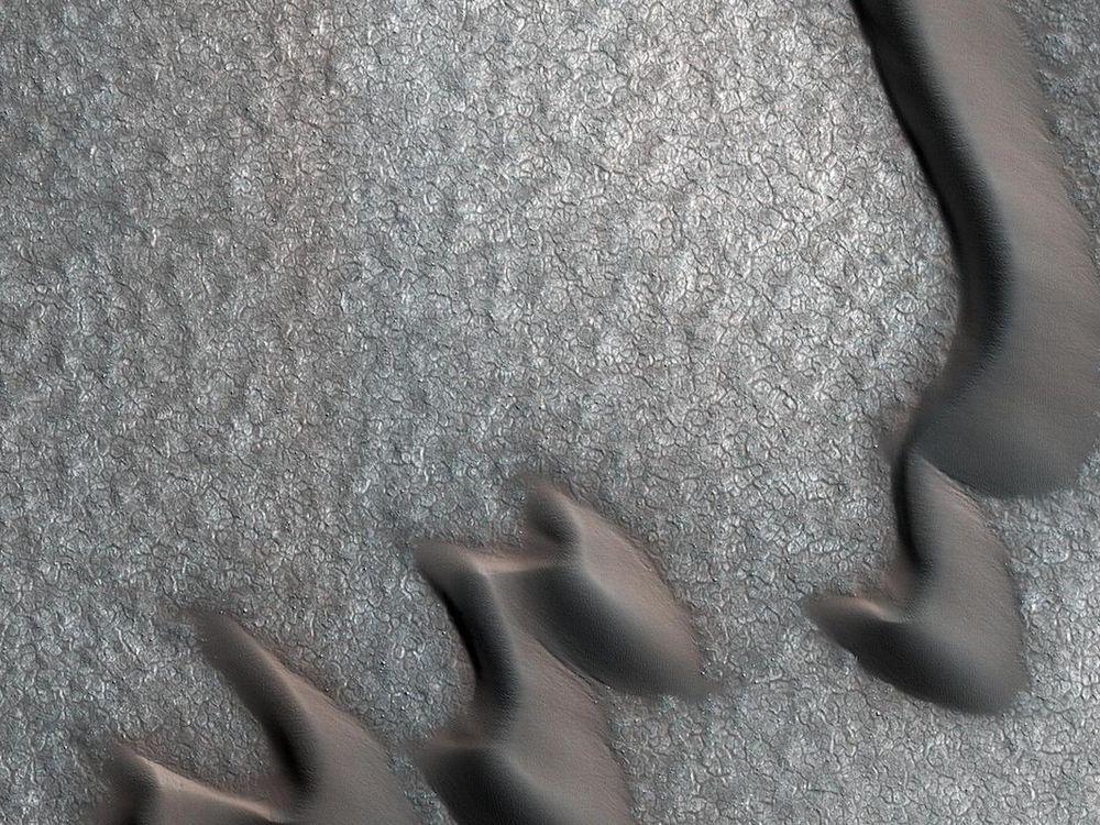 Mars NASA boulder.jpg