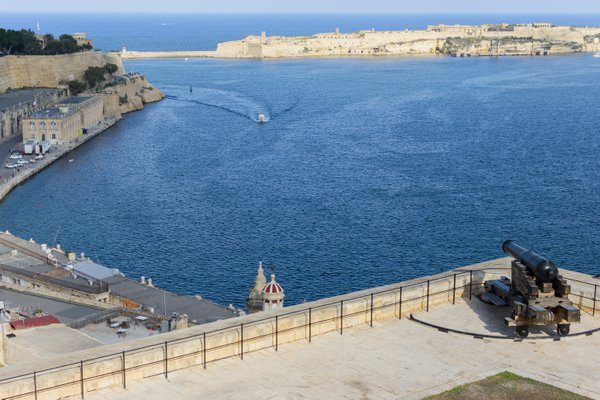 A cannon and the Port of Valletta thumbnail