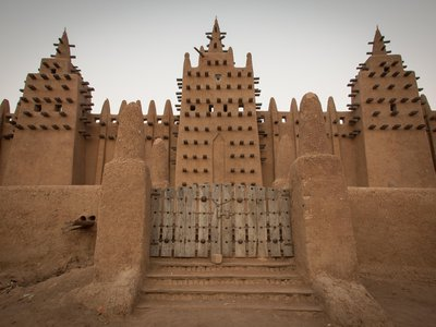 The mud-brick buildings of Djenné, Mali, are among six at-risk African heritage sites spotlighted by a new study.