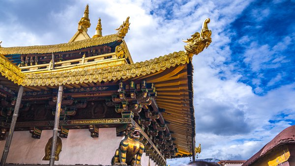 Golden Temple Rooftop with Dragon Heads at Jokhang Temple, Lhasa Tibet  thumbnail