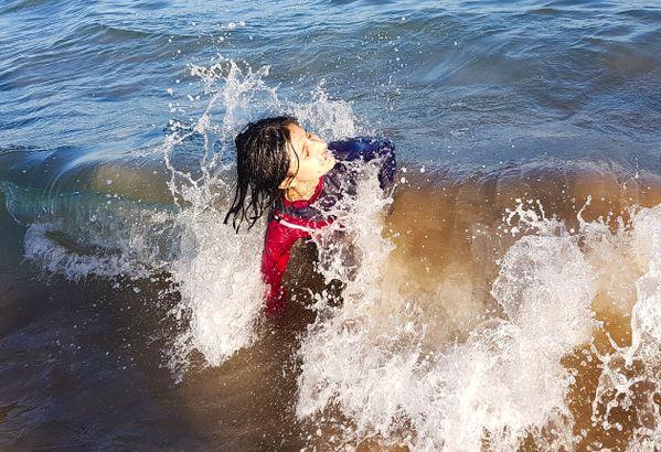 Waves Kisses thumbnail