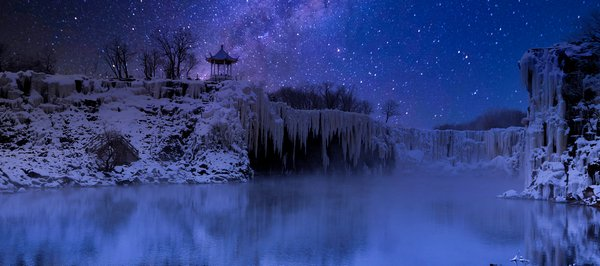 Galaxy in Snow night thumbnail