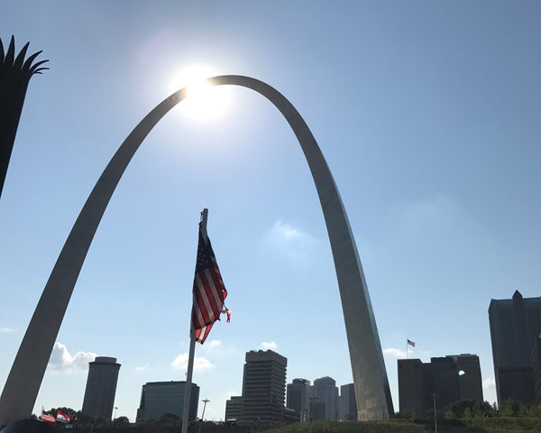St. Louis Gateway Arch Foreshadowig the Great American Eclipse thumbnail