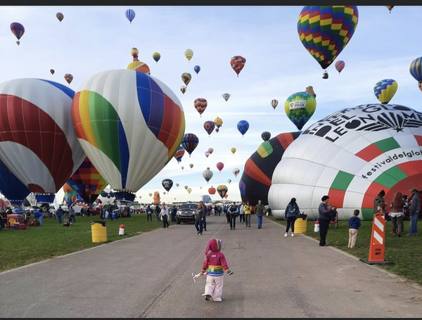 A girls amazement at the Balloon Fiesta thumbnail