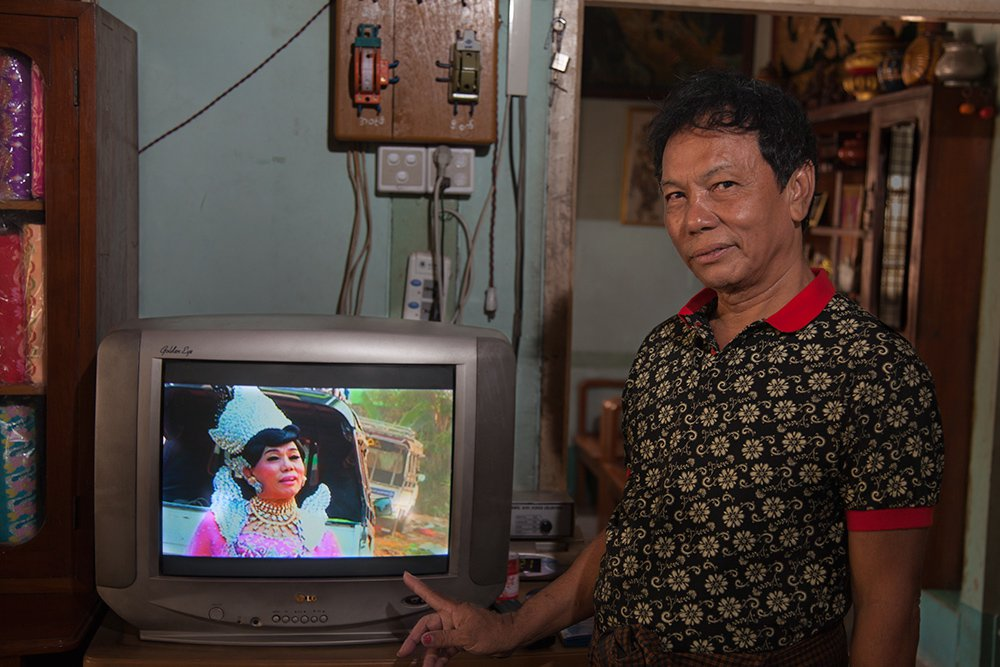 Photos Celebrate the Lives of Gender Non-Conforming Spirit Mediums in Southeast Asia