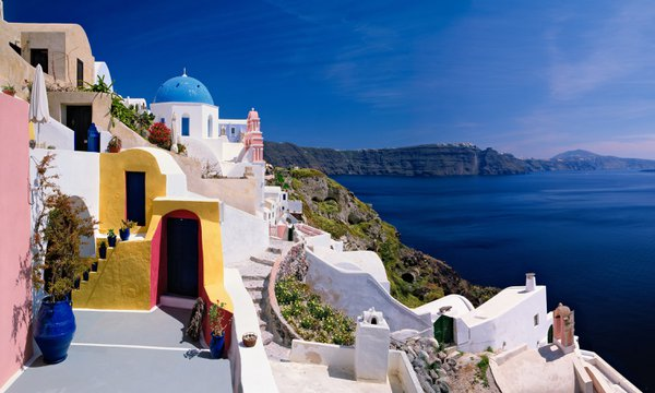 Homes Line The Caldera In Santoriri thumbnail