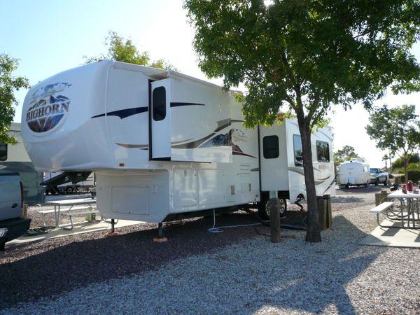 5th Wheel on a Campsite in El Paso, Texas thumbnail